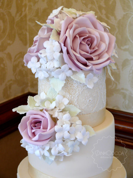 Hydrangeas and roses wedding cake