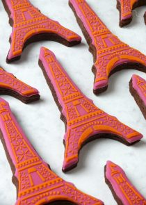 Eiffel tower wedding favour biscuits